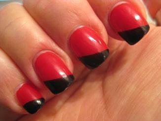 Röd-svarta naglar