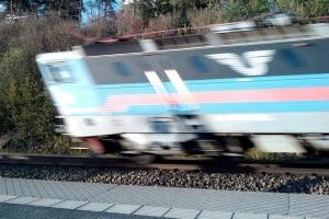 Hastighetsförvrängt passerande fjärrtåg